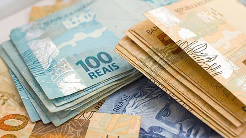 Como o dinheiro é feito? Processo, moedas e como identificar nota falsa
