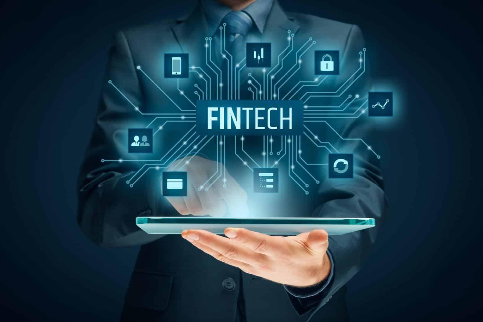 Fintechs x bancos tradicionais: descubra quais são as principais vantagens do sistema digital