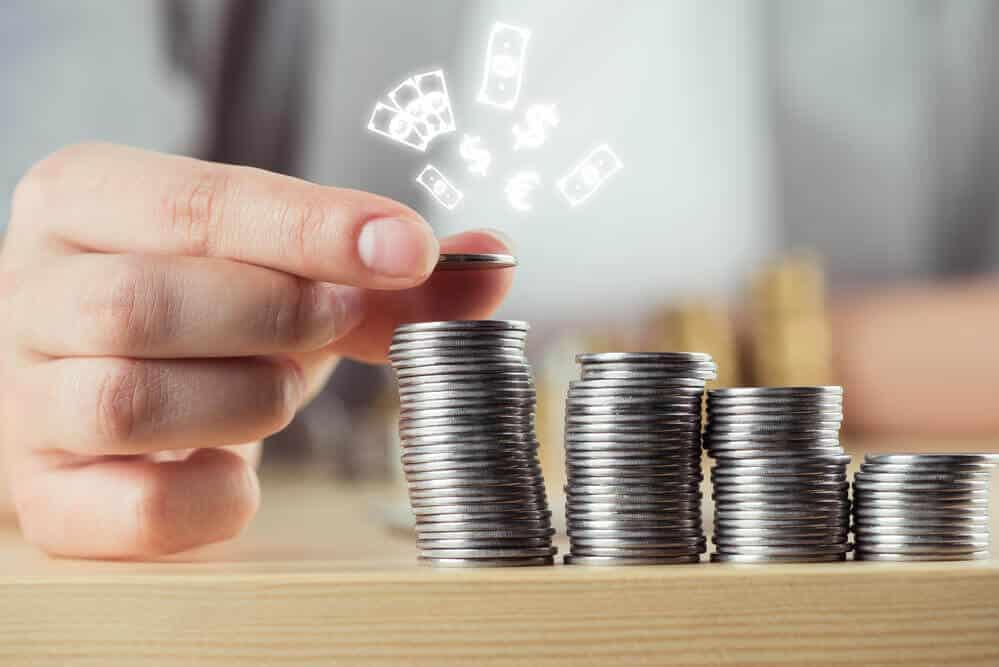 Como investir com pouco dinheiro: quanto rende R$ 100,00 por mês